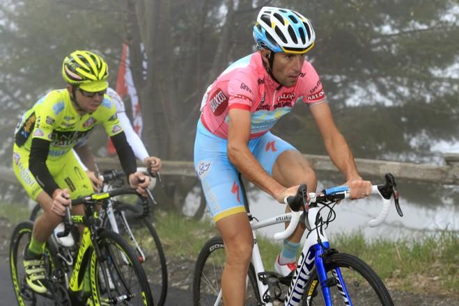 Nibali and Santambrogio on stage 14 of the Giro.