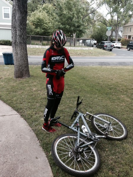 Trudi didn't have her shoes or bike with her, so she just used Ann's dual suspension MTB bike for the past few days.