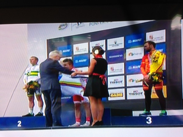 Universal Sports sure jacked up the end of their coverage, not showing the final podium.  This is the only shot of the jersey presentation.  Kind of anticlimatical.