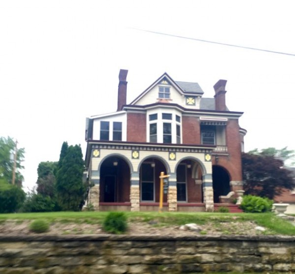 There are tons of huge mansions that overlook the Mississippi River for sale here.  They are super cheap compared to the rest of the country.