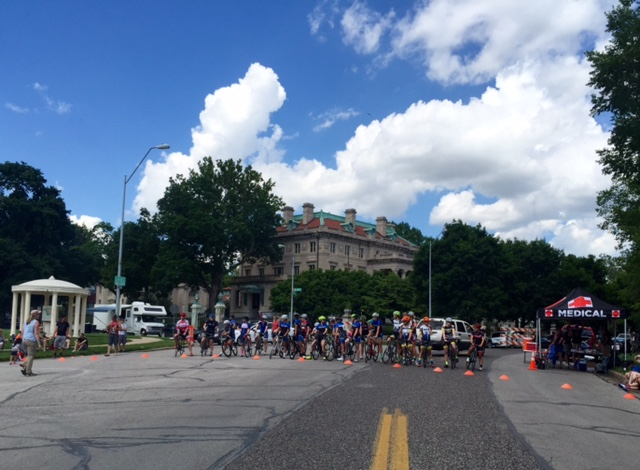 The women's start at the Tour of KC. The house around the area are magnificent.